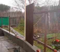Забор из дерева – как сделать своими руками?