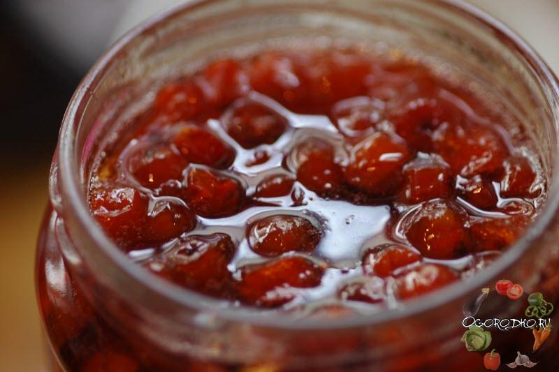 рецепт варенья из красной рябины с орехами