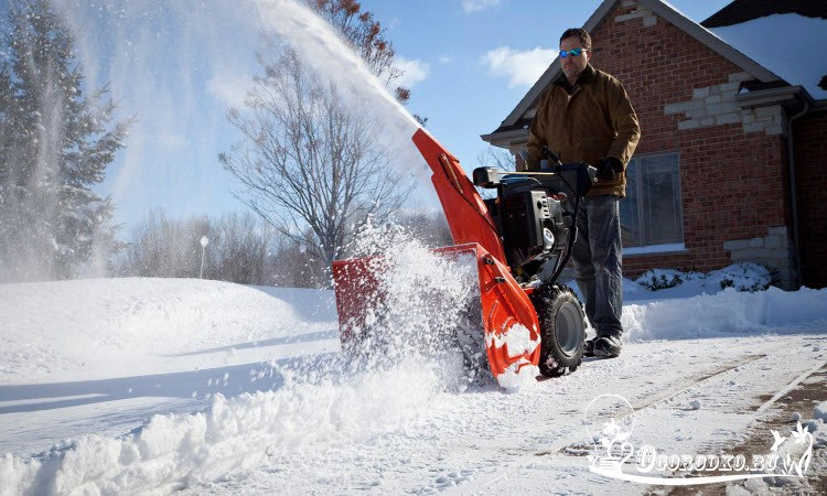 мотоблок с насадкой для уборки снега