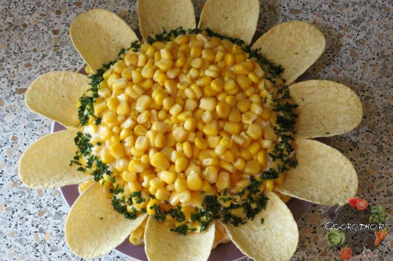 Салат Подсолнух с кукурузой, оформление